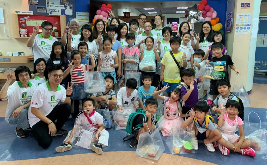 Hang Seng volunteers made tortellini with kids